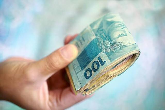 Resultado de imagem para Governo propõe salário mínimo de R$ 1.040 para o próximo ano